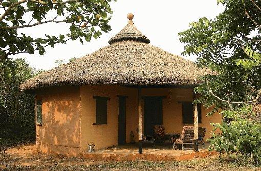 """pstrongLeservorschlag: Kasapa Centre in Ghana/strongbr / In diesem Jahr hat die Jury auch eine Leser-Einreichung prämiert. Die Stuttgarterin Christine Baisch hatte das Angebot der Deutschen Dr. Susanne Stemann-Acheampong und ihres Ehemanns Kofi B. Acheampong im Kasapa Centre in Ghana aus Nyanyano, bei Accra in Ghana vorgeschlagen. Der Jury gefiel, dass sich die Idee eines authentischen Afrikaaufenthaltes schon über etliche Jahre etabliert hat. Die Ferienanlage wird unter dem Gesichtspunkt der Nachhaltigkeit geführt und hat bereits 2001 den renommierten To-Do-Preis gewonnen. Der enge Kontakt zu Land und Leuten und die schöne Lage am Meer sowie die angebotenen Aktivitäten wie Trommeln und Tanzen kommen dem Urlaubsbedürfnis westlicher Touristen entgegen. Die Jury: """"Das Konzept dieser Art von Tourismus ist kein Fremdkörper, es widerspricht nicht den Gegebenheiten eines Entwicklungslands.""""/p Foto: SoAk"""