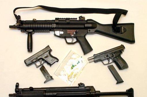 Unbekannter schießt mit Softair-Waffe auf Frau