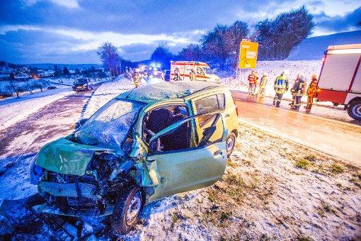 Nach einem Unfall auf der Landesstraße 1148 bei Schorndorf schwebt ein 74-Jähriger in Lebensgefahr. Foto: www.7aktuell.de | Simon Adomat