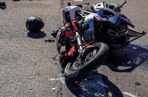 Lkw kollidiert mit Motorrad