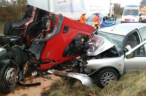 Schwere Verletzungen hat ein 28-jähriger Autofahrer am Dienstag bei einem Crash in Backnang erlitten. Foto: Benjamin Beytekin
