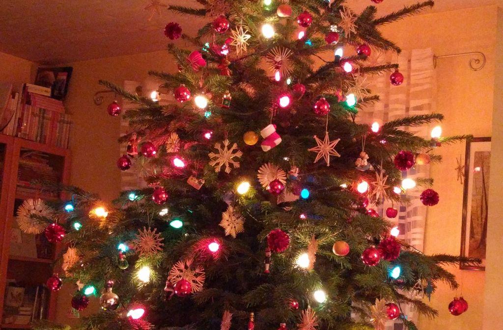 Warum Wird Der Weihnachtsbaum Geschmückt.Mein Weihnachtsbaum Ist Der Schönste Baum Weil Drei Generationen Ihn