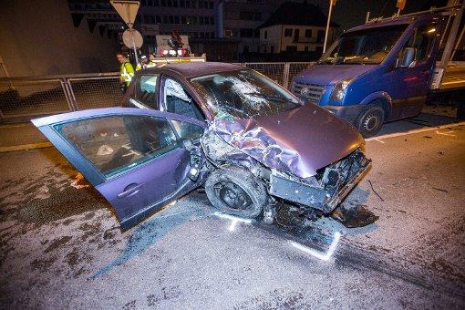Alkoholisierung und zu hohe Geschwindigkeit waren am Mittwoch wohl Ursache für einen Unfall in Stuttgart-Hedelfingen. Foto: www.7aktuell.de | Simon Adomat