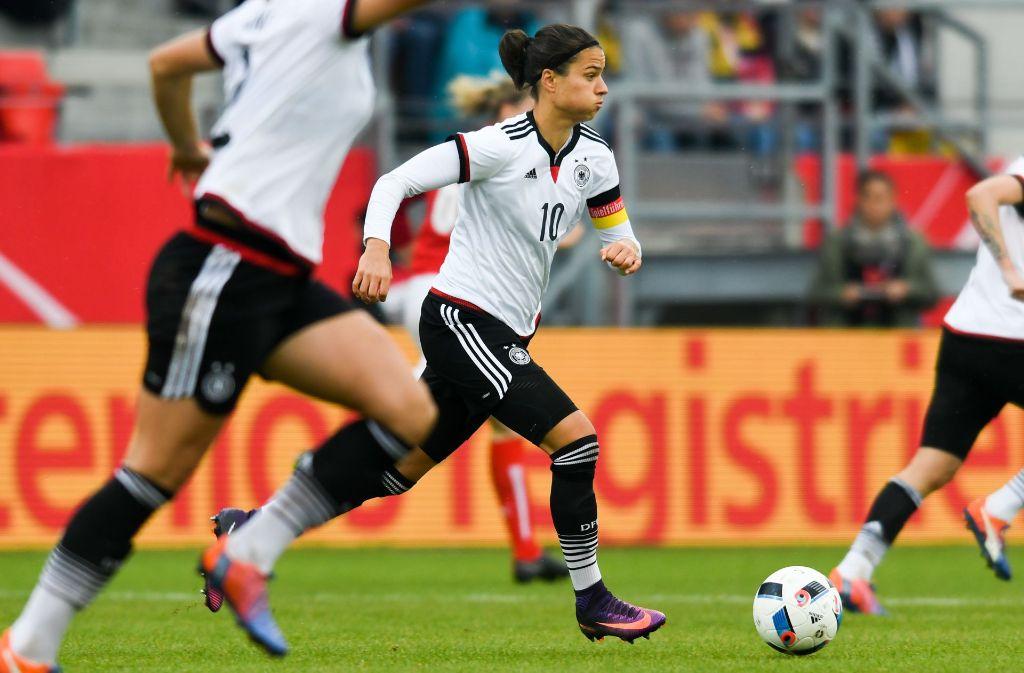 Frauenfu ball im abseits erfolgsverw hnt doch ohne for Nachrichten fussball