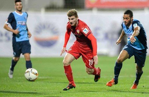 Noch nicht in Form: VfB-Stürmer Timo Werner (Mitte) im Testspiel gegen den VfL Bochum. Foto: dpa