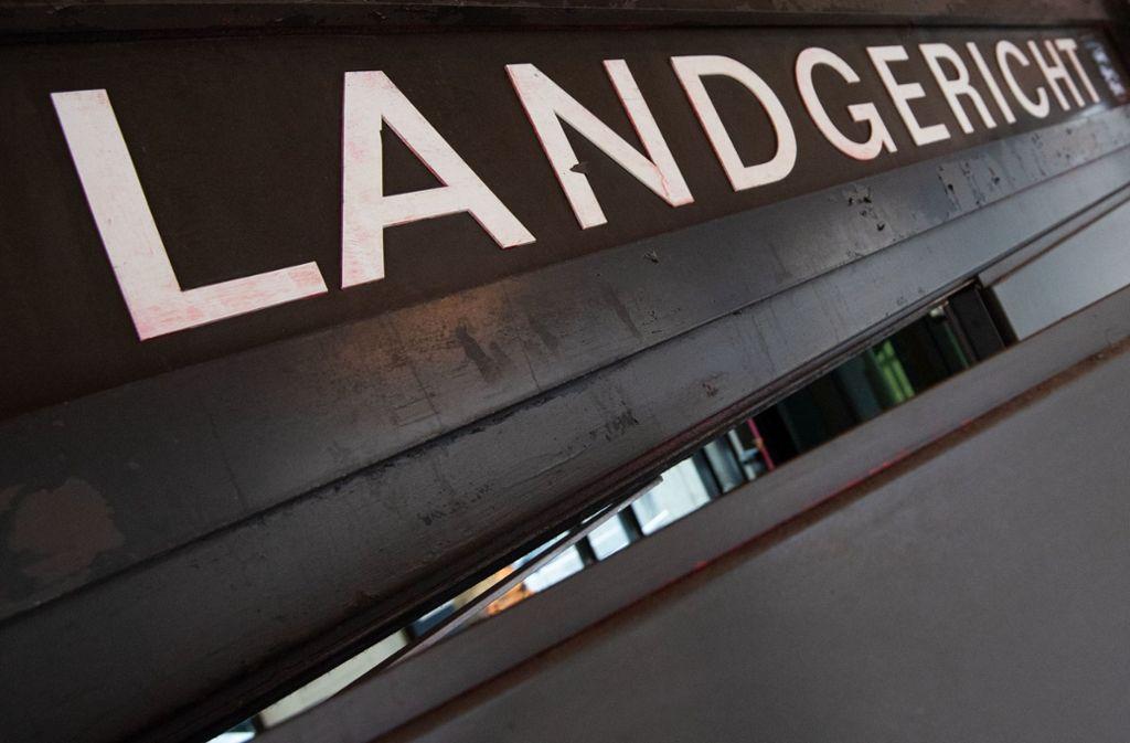Prozess zu Tat am Bahnhof Esslingen - Mit Schere fünfmal auf Opfer eingestochen - Stuttgarter Nachrichten