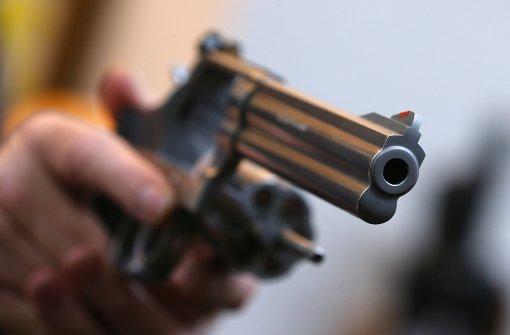 Lieferant mit Pistole bedroht und ausgeraubt
