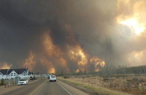 Waldbrand treibt Zehntausende in die Flucht