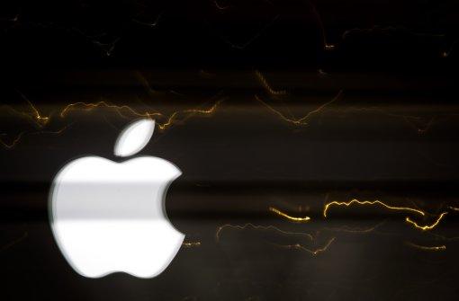 Wütender Apple-Kunde zertrümmert iPhones
