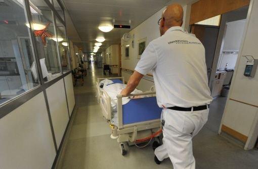 Die Uniklinik Freiburg hat aus Sorge vor möglichen Blindgängern aus dem Zweiten Weltkrieg elf Stationen evakuiert. Bei Bauarbeiten hatte es Hinweise auf Fliegerbomben gegeben. Foto: dpa