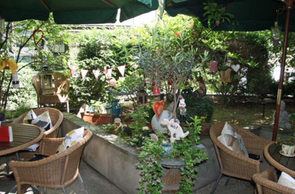 c333bde1914137 Eine wahre Oase findet sich im Hinterhofgarten der Akademie der schönen  Künste. Zwischen viel Grün