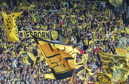 BVB-Fans in Stuttgart: Der Block bleibt leer Foto: Baumann