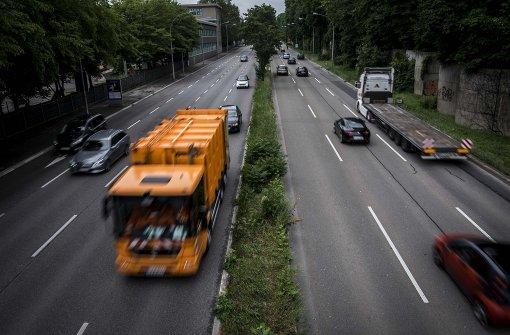 Schlingerkurs bei Busspur auf B 14