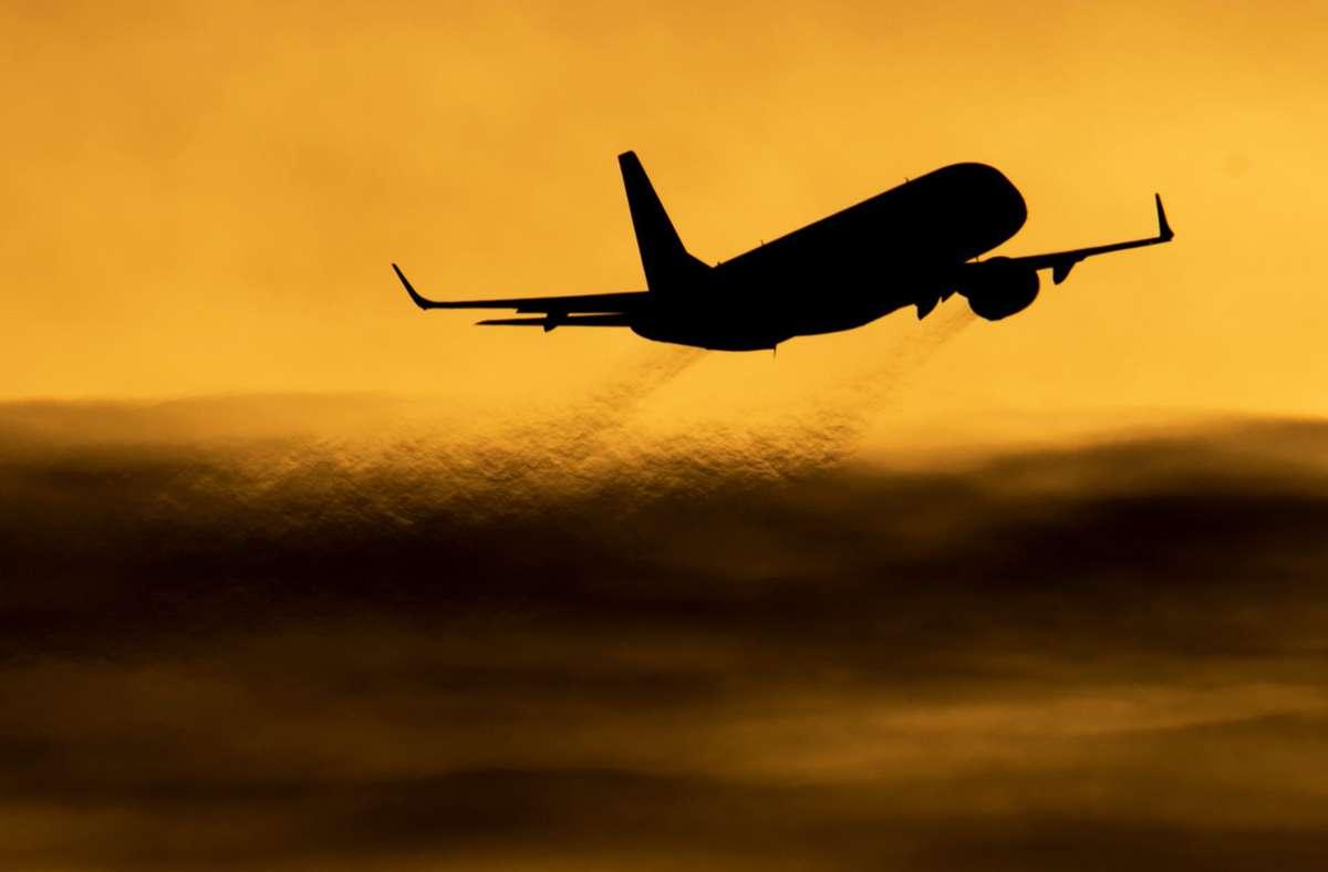 Fast 200 Passagiere müssen nach Urlaubsflug in Quarantäne