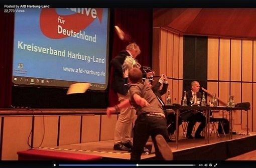 Jörg Meuthen mit tiefgefrorener Torte verletzt