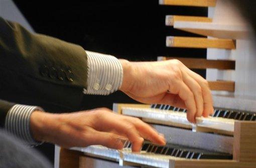 Orgelmusik, Oldtimer und eine Friedhofstour