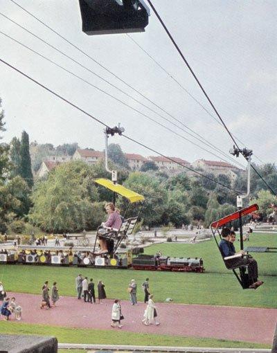 Ebenfalls zur Gartenschau, die am 3. Juni 1950 durch Bundespräsident Theodor Heuss auf dem Killesberg feierlich eröffnet wurde, bekamen die Stuttgarter eine Seilschwebebahn (Aufnahme aus den 1950er Jahren), ... Foto: Sammlung Torsten Brecht