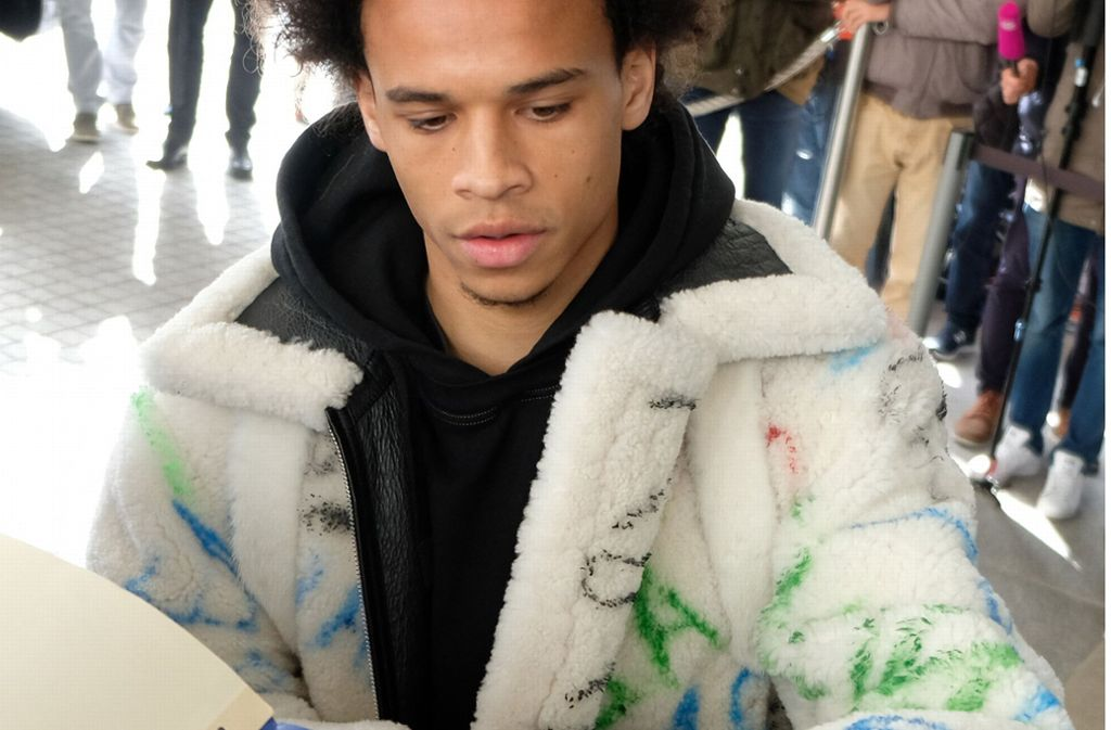 finest selection d0fb8 5add1 DFB-Team: Leroy Sane kommt im 25.000-Euro-Outfit - Fußball ...