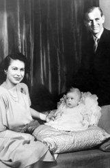 1949: Der sechs Monate alte bPrinz Charles/b... Foto: dpa