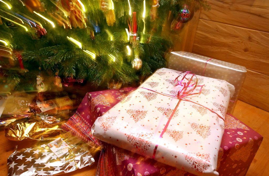 Christbaumkugeln Feuerwehr.Weihnachten Ist Das Fest Der Liebe Und Des Konsums Un Passende