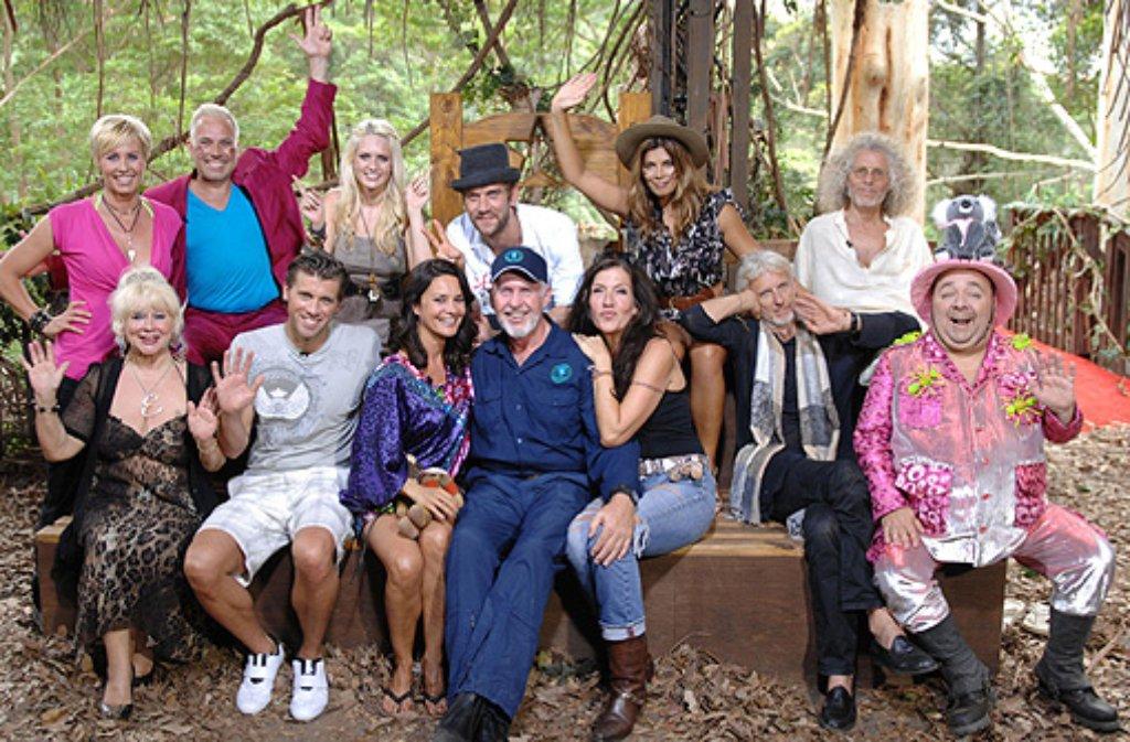 Gruppenbild Mit Dschungel Legende Dr Bob Blaue Kleidung