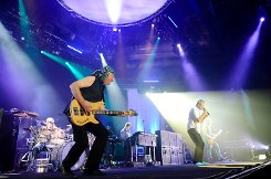 7500 Fans waren in die Stuttgarter Schleyerhalle gekommen, um Deep Purple zu sehen. Foto: Timo Deiner