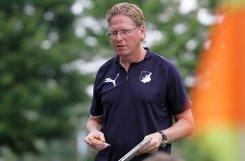 ... Mann wie Markus Gisdol, Co-Trainer bei Champions-League-Teilnehmer Schalke 04, ist unrealistisch. Er ist zudem als Chefcoach bei Bundesligist 1899 Hoffenheim im Gespräch. Bleiben ... Foto: Pressefoto Baumann