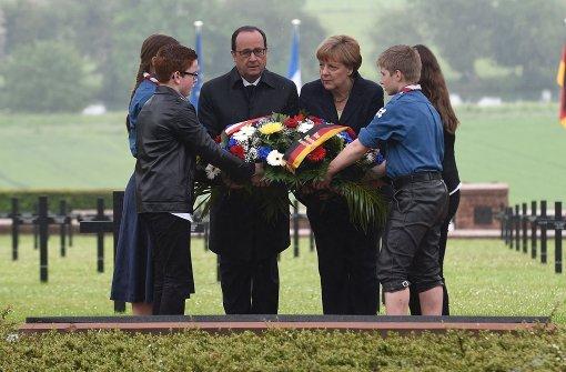 Hollande und Merkel gedenken in Verdun getöteter Soldaten