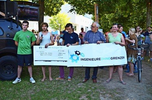 Die Bauigel spenden 2000 Euro an Ingenieure ohne Grenzen Foto: Sandra Hintermayr