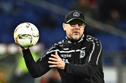 Brachte Hannover 96 bisher keinen Erfolg: Trainer Thomas Schaaf Foto: Getty