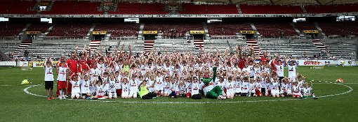 Zum Saisonstart des VfB Stuttgart am Sonntag sind die Fans nach Bad Cannstatt geströmt. Foto: Pressefoto Baumann