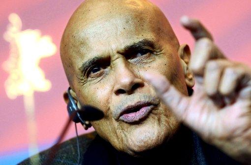 """Harry Belafonte auf der 61. Berlinale bei der Vorstellung des Films """"Sing Your Song"""". Foto: dpa"""