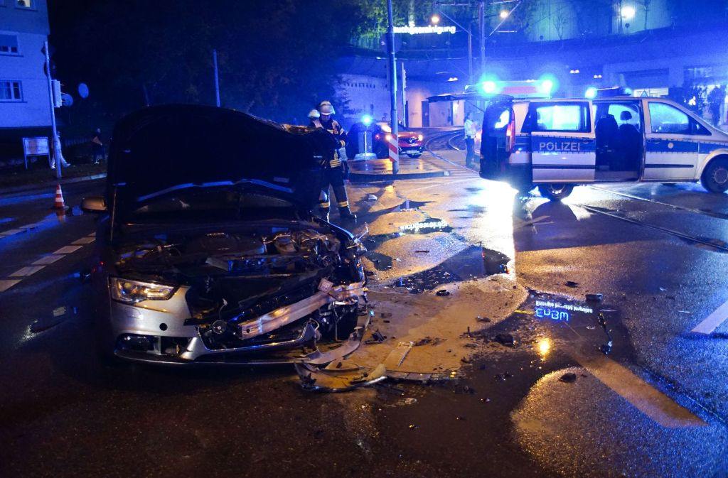 Stuttgart-Bad Cannstatt: Schwerer Unfall fordert drei Verletzte ...