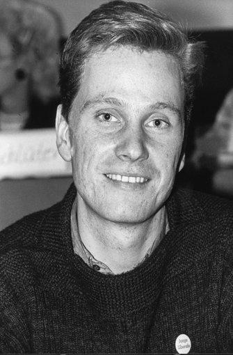 """Der 22-jährige Jurastudent Guido Westerwelle und damals amtierende Vorsitzende des FDP-Jugenverbandes """"Junge Liberale"""" wurde am 09.12.1984 zum Abschluss des dreitägigen Bundeskongresses in Bensheim an der Bergstraße mit absoluter Mehrheit von 77 Stimmen zum neuen Bundesvorsitzenden der """"Jungen Liberalen"""" gewählt. Foto: dpa"""