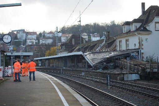 Als Held des Tages wird der eingreifende Fahrdienstleiter auf Twitter bezeichnet - hier die Bilder vom Waggon-Unfall in Stuttgart-Feuerbach am Freitamorgen: Foto: www.7aktuell.de/Eyb