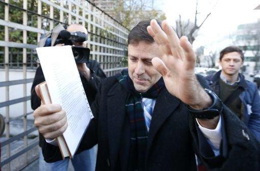 Eufemiano Fuentes vor dem Gerichtsgebäude in Madrid. Half der Arzt auch Fußballspielern beim Doping? Foto: dpa