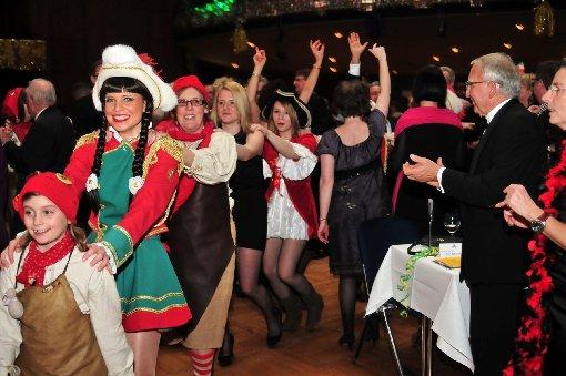 Die Stimmung war prächtig bei der Prunksitzung der Gesellschaft Zigeunerinsel am Samstag in der Liederhalle. Klicken Sie sich durch die Fotos der närrischen Party ... Foto: www.7aktuell.de | www.7aktuell.de