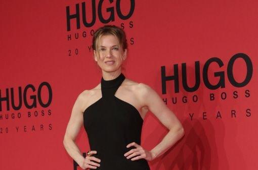 Im Januar besuchte Schauspielerin Renée Zellweger die Hugo Boss Show während der Mercedes-Benz Fashion Week in Berlin. Nicht nur Zellweger steht auf die Mode aus Metzingen. Bei Hugo Boss ist der Umsatz im vergangenen Jahr um zehn Prozent auf 2,3 Milliarden Euro gestiegen.  Foto: dpa