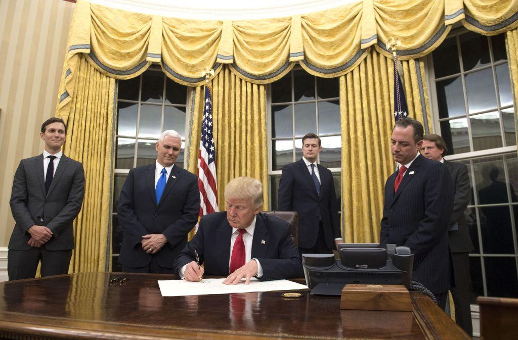 Innendesign im weißen haus: trump hat das oval office vergoldet