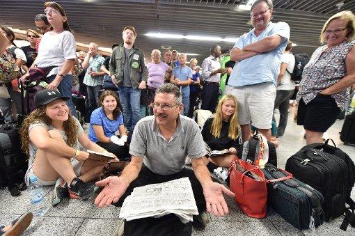Verdächtige Frau am Flughafen - Flughalle geräumt