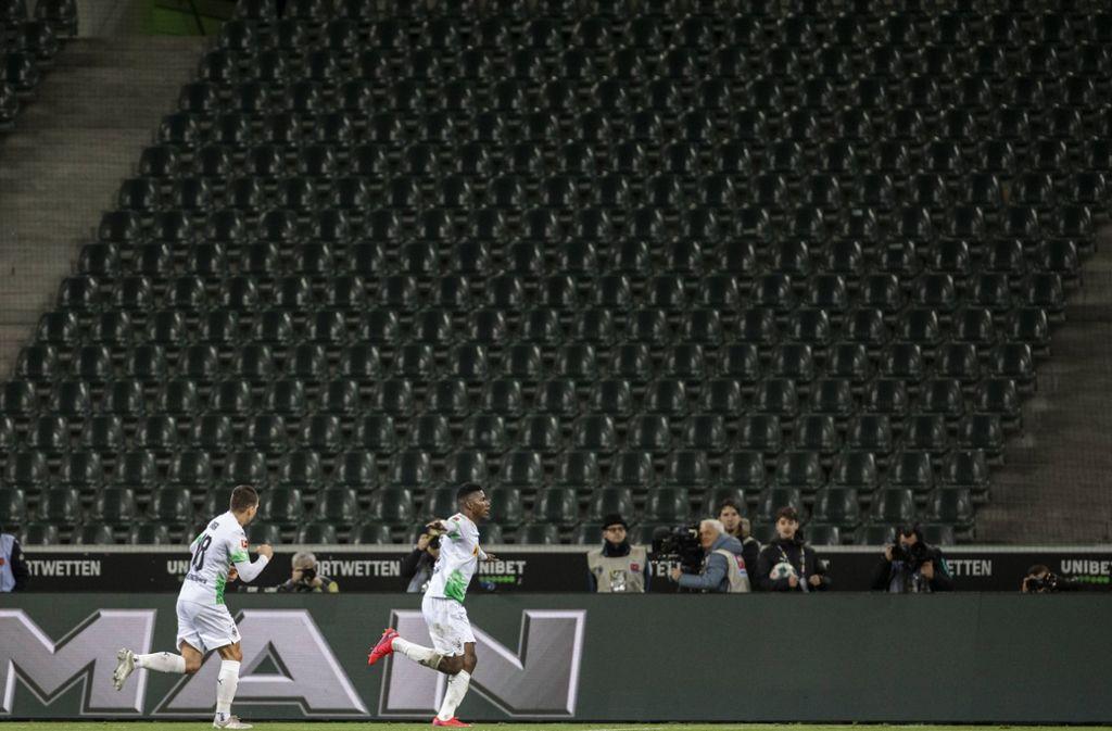 Geisterspiele im Fußball: Gladbach-Fans wollen Pappkameraden im Stadion aufstellen