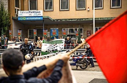 Neonazis hetzen gegen Flüchtlinge