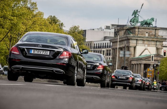 Protest in Berlin: Bundestag-Chauffeure demonstrieren mit Autokorso