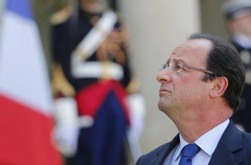 Das Volk wartet darauf, dass  Präsident Hollande das Land wirtschaftlich wieder aufrichtet –  Am Nationalfeiertag soll es wieder prunkvoll zugehen. Foto: AP