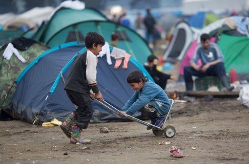 Flüchtlinge an der griechisch-mazedonischen Grenze Foto: dpa