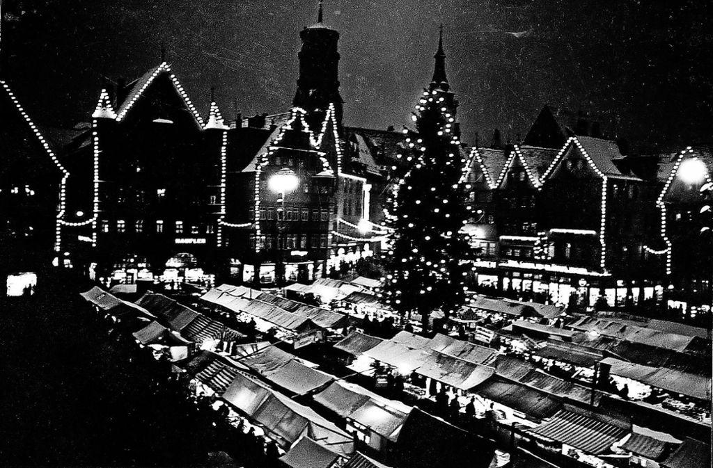 Wann Beginnt Der Weihnachtsmarkt In Stuttgart.Stuttgart Album Zum Weihnachtsmarkt Der Lichterglanz Weckt