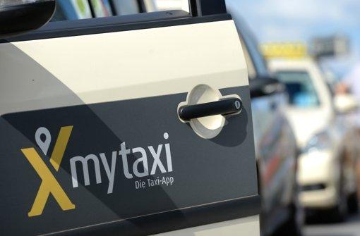 My-Taxi-Nutzer erhalten zurzeit weltweit 50 Prozent Rabatt bei Taxifahrten, die über die App vermittelt werden Foto: dpa