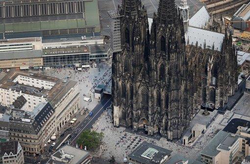 Verschiedene Organisationen haben vor dem Kölner Hauptbahnhof eine Demo geplant. Foto: dpa