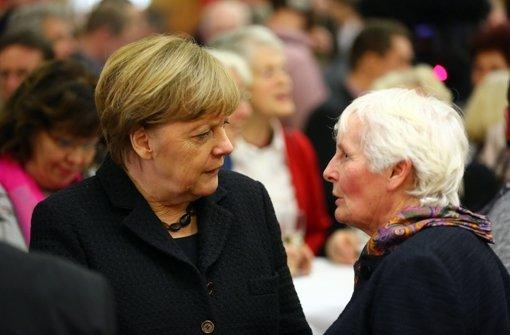 Angela Merkel muss sich in diesen Tagen und Wochen vielen besorgten Fragen stellen. Aber ihren Asylkurs will sie nicht ändern. Foto: dpa