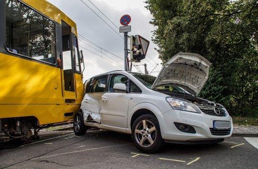 Vier Verletzte bei Unfall mit Stadtbahn